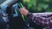 Homem dirigindo bebado - embriaguez ao volante